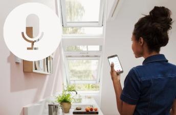 Мансардное окно с голосовым управлением с помощью Google Assistant.