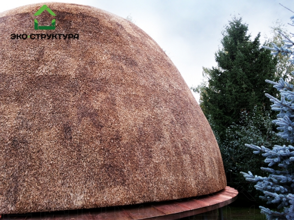 Камышовая кровля купола
