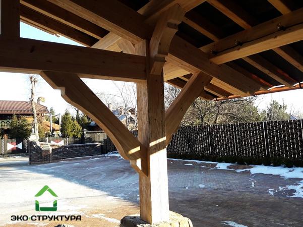 Стойка и подкосы деревянного навеса