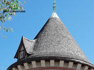 Деревянная черепица на кровле башни