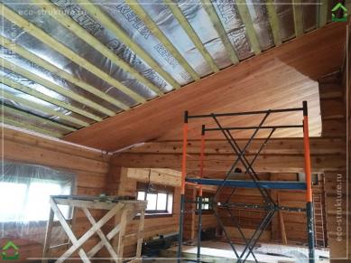 Монтаж пароизоляции и технологической обрешетки на потолок