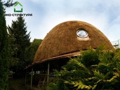 Камышовый купол над бассейном