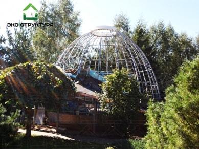Каркас купола над бассейном